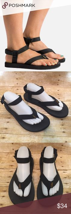 Teva Original Sport Thong Ankle Strap Sandals 9 Model: 1003986 Born on a river as two watchbands and a pair of flip flops, the world's first sport sandal grew up into an icon of freedom and comfort. Features: Polyester Webbing Upper, Adjustable Ankle Strap, EVA Footbed For Cushioning & Durabrasion Rubber Outsole. Very gently worn with no flaws to note. Teva Shoes Sandals
