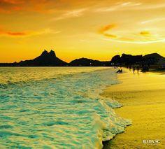On instagram by radasc #landscape #contratahotel (o) http://ift.tt/1WszOKn Hour.  #sancarlos #Sonora #mexico #goldensunset #golden #atardecer #sunset #goldenhour #beach #playa  #paisajes #tetakawi #seaofcortez #mardecortes #dayatthebeach #oro #horadorada
