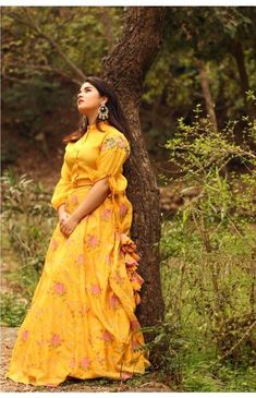 Bollywood Girls, Bollywood Celebrities, Zaira Wasim, Embroidery On Kurtis, Long Gown Dress, Celebrity Biographies, Teen Actresses, Stylish Girl Pic, Girl Photography Poses