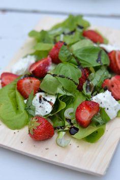 Mansikkasalaatti - Keittiössä, kotona ja puutarhassa
