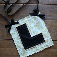 A gorgeous handmade black and white L plate, exclusive to thehenplannerboutique. The perfect accessory for the classy, stylish and fabulous bride to be. A unique gift and gorgeous keepsake.