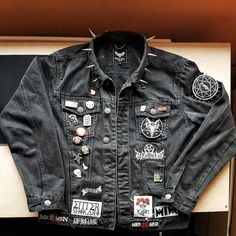 My first and only jacket : BattleJackets Punk Outfits, Grunge Outfits, Cool Outfits, Fashion Outfits, Alternative Outfits, Alternative Fashion, Aesthetic Clothes, Aesthetic Fashion, Moda Punk
