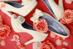 結婚式は足元まで大好きなもの一色に♡プレ花嫁さん必見のウェディングシューズ|MERY [メリー]