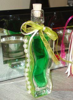 Κυματιστό μπουκαλάκι με πράσινο λικέρ και πέρλες