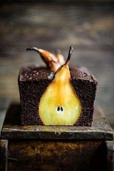 Pear and Chocolate Loaf Cake. Moist delicious AND healthy. Made with almond and cassava flour it also has a rich flavour from blackstrap molasses. Köstliche Desserts, Dessert Recipes, Chocolate, Let Them Eat Cake, Blueberries, Thanksgiving Recipes, Baking Recipes, Pear Recipes, Cupcake Cakes