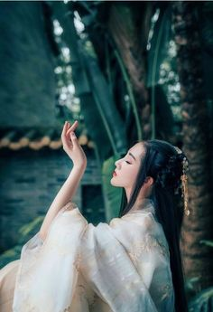 Like the graceful poses~ Traditional Fashion, Traditional Art, Traditional Outfits, Asian Photography, Ancient Beauty, Oriental Fashion, Ancient China, Chinese Culture, Hanfu