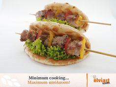 Μαγειρέψατε πολύ στις γιορτές;  Σας προτείνουμε μία χορταστική & πολύ… ξεκούραστη συνταγή! Ψήστε ό,τι κρέας προτιμάτε σε καλαμάκι μαζί με πολύχρωμες πιπεριές. Ζεστάνετε μία πιτούλα Elviart, τυλίξτε τη στα δύο, βάλτε το κρέας με τις πιπεριές και λίγο μαρούλι!   Υ.Γ. Θυμηθείτε να βγάλετε το καλαμάκι!  #skewer #meat #recipe #elviart #pitabread #pita #flatbread #souvlaki #delicious Tacos, Mexican, Cooking, Ethnic Recipes, Food, Cuisine, Kitchen, Meal, Eten
