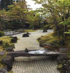 Beautiful and Delightful Garden Bridge Ideas - Page 73 of 110 Zen Rock Garden, Dry Garden, Japanese Garden Design, Japanese Gardens, Zen Gardens, Japan Garden, Belle Photo, Water Features, Garden Bridge