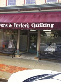 during my last trip in Iowa I had opportunity to visit in a rainy day a MILESTONE of Quilt Industry : Fons & Porter's Love of Quilting 's Store and Editor headquarters in Winterset. A special thanks to Kristi Loeffelholz for the welcome & kind guide