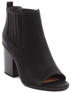 Perfect black bootie to go with any outfit. Pair it with jeans or a skirt. Its constructed using less energy. Vegan Boots, Vegan Fashion, Beautiful Outfits, Heeled Mules, Peeps, Peep Toe, Footwear, Booty, My Style