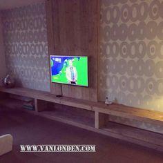 Op maat gemaakt wandmeubel / TVmeubel van steigerhout. www.vanlonden.com