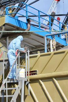 AEB uses an industrial sandblaster system to blast, clean and profile fishing and passenger boats in Adelaide.