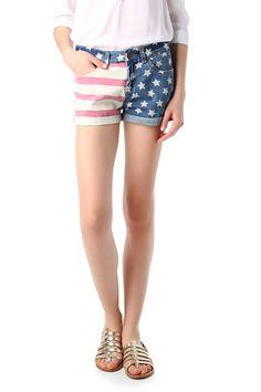 #TATI - #Short imprimé drapeau - 5 poches - 7€,99 => étoiles et rayures pour égayer et sublimer les gambettes ! http://www.tati.fr/vetements-femme/short-bermuda/tous-les-produits/short-imprime-drapeau/112028/nall/d0/s/p/c/b/e.html