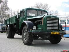 ŠKODA 706 R VALNIK Vintage Cars, Antique Cars, Old Lorries, Old Wagons, Car Brands, Commercial Vehicle, Diesel Trucks, Classic Trucks, Cars And Motorcycles