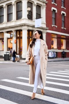 Look no further! This comfy oversized camel coat for fall looks like a fancy shmancy Max Mara coat, but is a fraction of the price. Max Mara Coat, Camel Coat Outfit, Kendall Jenner Outfits, Victoria Dress, Long Sleeve Bodysuit, Casual Street Style, Wool Coat, Daily Fashion, Trending Outfits