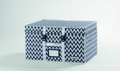 Malle Compactor Ikat  - rangement des vêtements, couettes, linge de maison etc. // Vacuum storage system. white with navy-blue waved stripes.The original space saving solution !