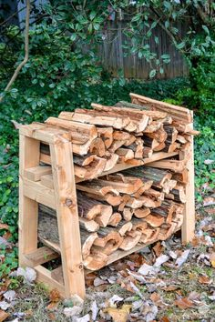 DIY Small Firewood Rack diy front porch firewood rack in ivy Firewood Rack Plans, Firewood Stand, Outdoor Firewood Rack, Firewood Storage, Outdoor Storage, Lumber Storage, Tool Storage, Backyard Projects, Outdoor Projects