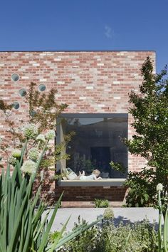 Clare Cousins Architects designed this lovely home located in St Kilda East, Melbourne with an adorable garden and red brick façade. Description by Clare Cousins Architects: A series of insertions . Brick Architecture, Residential Architecture, Architecture Details, Melbourne, Bares Y Pubs, Clare Cousins, Recycled Brick, Recycled House, St Kilda