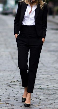 #Classic #look | #Women #suit #business #outfit #chic #style #stylish #fashion #blackandwhite #black #white