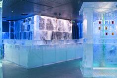 LONDON - Must See!!  Icebar_2011_-_image2.jpg