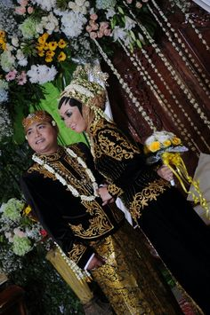My javanese wedding reception, december 8th 2013, paes solo puteri, with green and gold theme..
