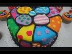 Bolo decorado e Cupcakes Romero Brito