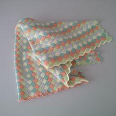 JUBILOCIOS: MANTA BEBÉ Crochet Crafts, Bed Covers, Tejidos, Colors