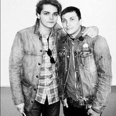 Gerard way and frank iero.A frerard Gerard And Frank, Gerard Way, Emo Bands, Music Bands, My Chemical Romance, Dear Evan Hansen Book, Ray Toro, Mikey Way, Black Parade