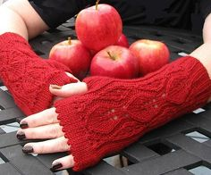 Fingerless knitted  gloves pattern - $