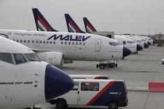Nagyítás: Malév: szálltunk rendelkezésére - Nagyítás-fotógaléria | hvg.hu Spacecraft, Airplane, Planes, Transportation, Aircraft, Commercial, Nice, Vehicles, Plane