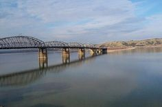 MISSOURI RIVER (CHAMBERLAIN, SD) - FISHING/BOATING/CAMPING FOR MILES & MILES
