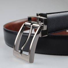 Reversible leather belt 2-in-1 with a Black side and a Brown side.