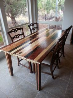Table à manger élégante en palette http://www.homelisty.com/table-en-palette/