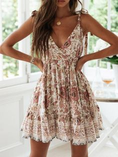 Here is Womens Casual Summer Dresses Picture for you. Womens Casual Summer Dresses champagne floral print v neck backless Casual Summer Dresses, Simple Dresses, Pretty Dresses, Elegant Dresses, Sexy Dresses, Formal Dresses, Wedding Dresses, Midi Dresses, Awesome Dresses
