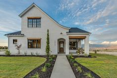 Modern Farmhouse Exterior designs and how they are change and evolving in architecture and designs. We're sharing some great examples of exterior designs. Style At Home, Exterior Paint Colors, Exterior Design, European Style Homes, Modern Farmhouse Exterior, Parade Of Homes, Modern Architecture, Decoration, House Design