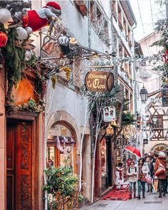 Strasbourg, France transforms into a real life Christmas village. I have been to Strasbourg before, but never during Christmas. I now have to put it… Christmas Market