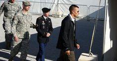 Una juez militar de Estados Unidos rechazó este viernes el abandono de diez de los 22 cargos que se le imputan al soldado estadounidense Bradley Manning por filtrar información confidencial a WikiLeaks, en tanto su proceso fue aplazado nuevamente.