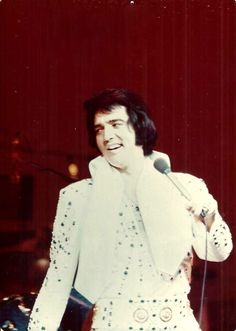 Elvis live at the Las Vegas Hilton in august 1973