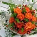 http://fotosderamosdeflores.com/ramos-de-boda-con-flores-de-primavera/