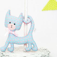 Kitten rattle. The filling is of the most delicate, anti-allergenic polyester. The fabric is of high quality designer cotton with contrasting patterns on its front and back, which is highly appealing to little ones.