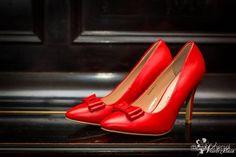 Fotograf na wesele  fotografia ślubna   panna młoda   buty do ślubu buty ślubne czerwone szpilki  kolor przewodni wesela  inspiracje ślubne #weselezklasa #FotografiaŚlubna #FotografNaWesele 