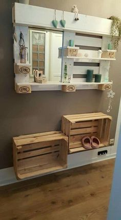 Let's begin the new year celebrations in a unique and delightful manner by decorating your home with these 30 DIY wooden pallets decoration art projects. Diy Pallet Bed, Wood Pallet Art, Pallet Ideas Easy, Wooden Pallet Furniture, Diy Outdoor Furniture, Diy Pallet Projects, Wood Pallets, Art Projects, Homemade Home Decor