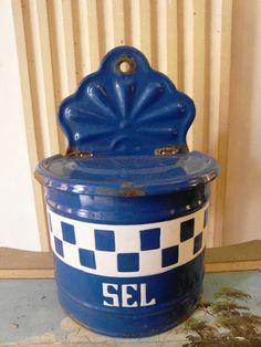 Antique French enameled SALT BOX BLUE Checks Lustucru di villavillacolle su Etsy