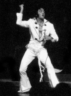 ELVIS LIVE ON STAGE IN 1970