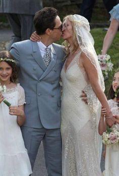 E per chi cerca qualcosa di estremamente esclusivo come Megan Fox...? Alessandro Tosetti www.tosettisposa.it Www.alessandrotosetti.com #abitidasposa #wedding #weddingdress #tosetti #tosettisposa #nozze #bride #alessandrotosetti
