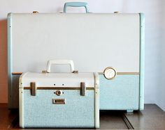 Love vintage luggage