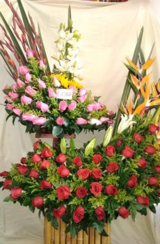 Productos – Página 2 – Floristeria la Maria Floral Arrangements, Floral Wreath, Wreaths, Plants, Decor, Large Flower Arrangements, Wedding Tables, Roses, Temple