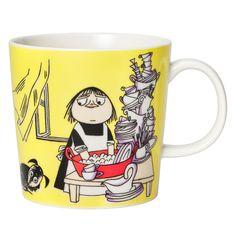 Arabian Muumi-astiasarjanMiisa-mukin kuviossa esiintyy Muumimamman kotiapulaiseksi pestautuva Miisa. Tove ja Lars Janssonin Kuvitteluleikki-sarjakuvaan perustuvassa kuvituksessa Miisa tiskaa Muumiperheen astioita Surku-koira seuranaan.