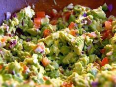 Ina Garten's Guacamole- with red onion & tomatoes. We love this guacamole recipe- so yummy!Ina Garten's Guacamole- with red onion & tomatoes. We love this guacamole recipe- so yummy! Food Network Recipes, Cooking Recipes, Healthy Recipes, Pasta Recipes, Cooking Tips, Chefs, Salsa Guacamole, Good Food, Yummy Food
