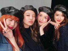 """4,424 Likes, 247 Comments - ELLE Japan (@ellejapan) on Instagram: """"#ELLEbeauty 明日日本武道館でショーケースを行う #BLACKPINK が、ELLE & ELLE girlに登場! 撮影の合間に、キュートなセルフィーをキャッチ♡8/28発売の『ELLE…"""""""